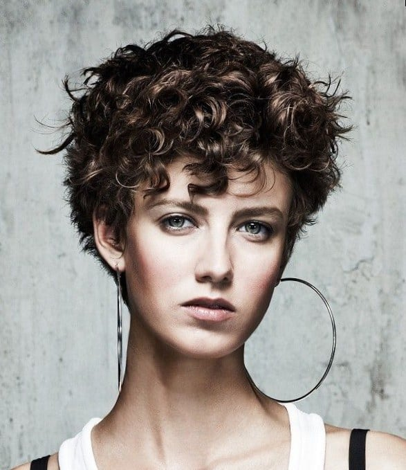 60 Best Short Curly Hairstyles That Are Trendy In 2021