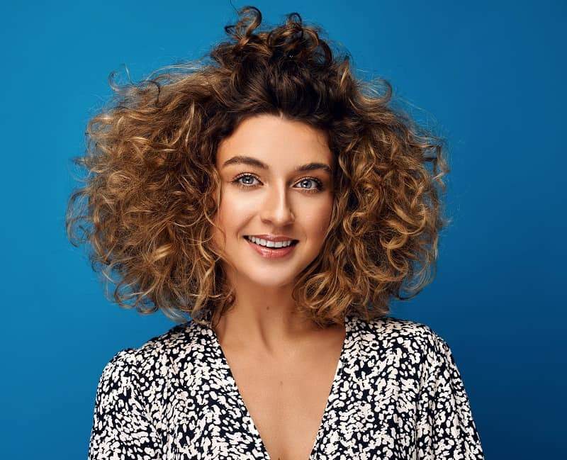 60 Best Short Curly Hairstyles That Are Trendy In 2020