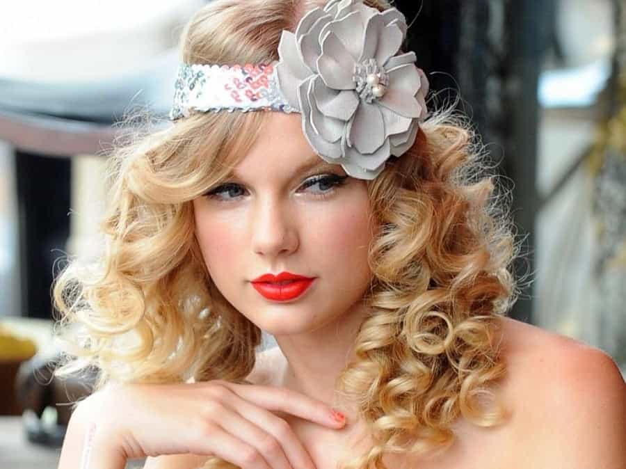 7 Glamorous Curly Hairstyles That Taylor Swift Sported