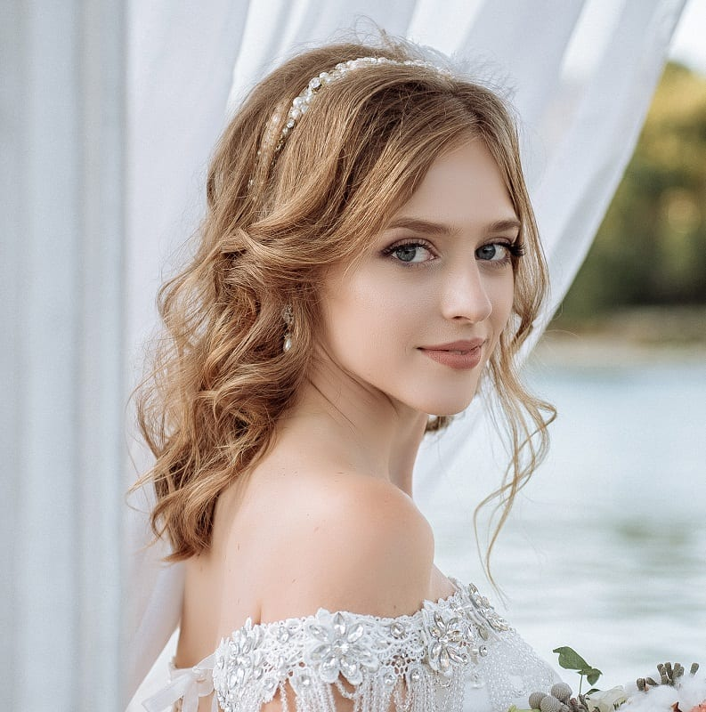 50 Best Wedding Hairstyles For Brides With Medium Hair